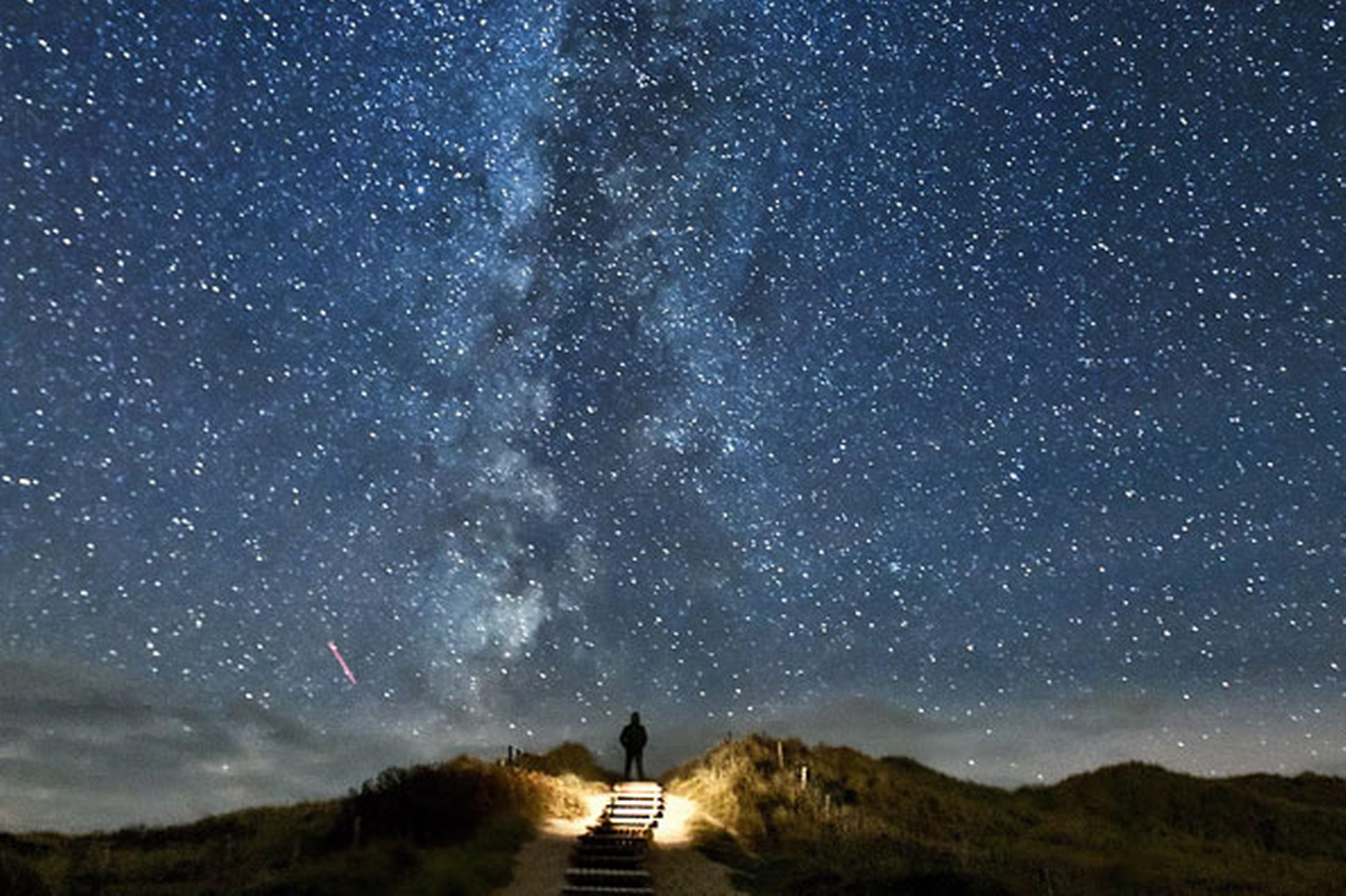 a-sand-dune-apparently-leading-directly-to-the-milky-way-pic-thomas-zimmer-solent-44771320
