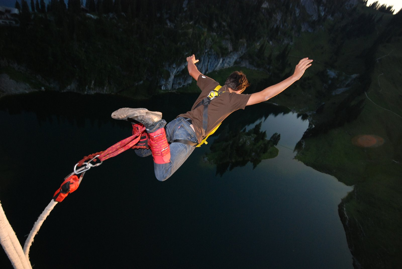 activities-Bungee_Jumping_From_A_Cable_Car-31365088466
