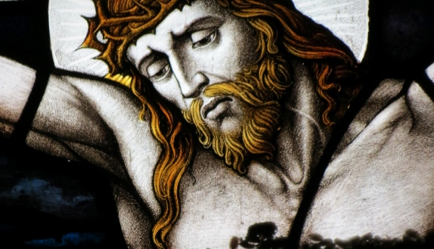 Jesus-on-the-cross-stained-glass-610x351